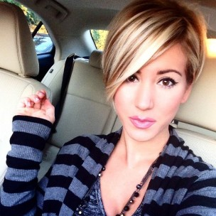 Latest-Popular-Short-Straight-Hairstyle-with-Long-Bangs